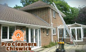 professional-gutter-cleaning-chiswick